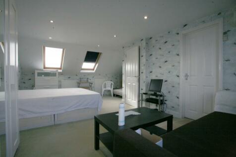 Bute Road, Ilford, Essex, IG6. 3 bedroom flat
