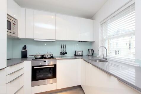 Jade House, Lancaster Grove, NW3. 3 bedroom flat