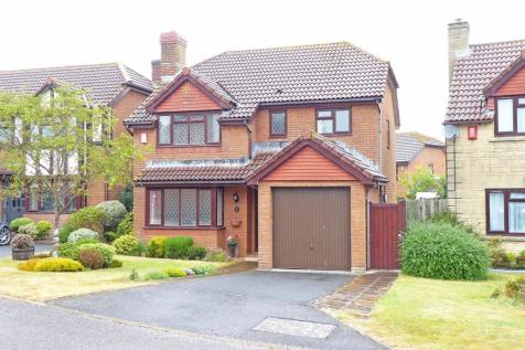 Toms Close, Chard. 4 bedroom house