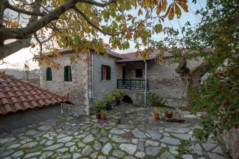 Diavolitsi, Messinia, Peloponnese. 3 bedroom stone house for sale