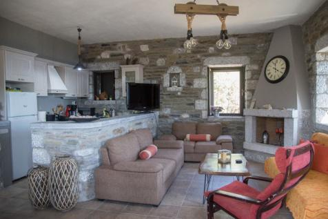 Vathia, Laconia, Peloponnese. 2 bedroom stone house for sale