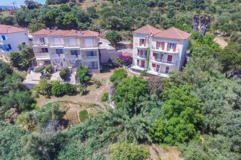 Foinikountas, Messinia, Peloponnese. 6 bedroom block of apartments for sale