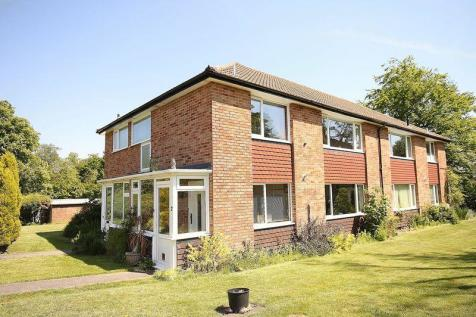 Furrows Place, Caterham. 2 bedroom maisonette
