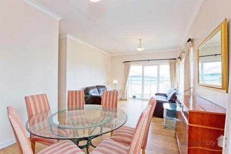 KELLY COURT, ISLE OF DOGS E14. 2 bedroom apartment
