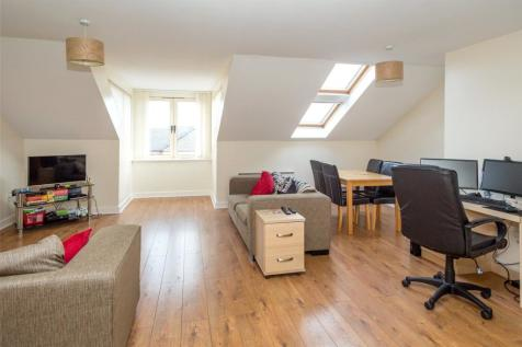 Richmond House, Lawrence Square, York, YO10. 2 bedroom penthouse
