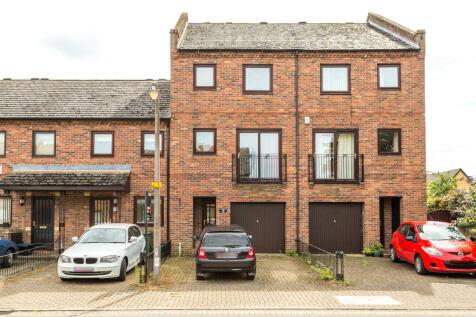 Fewster Way, York, YO10. 4 bedroom terraced house