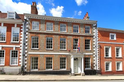 High Street, Lewes, East Sussex, BN7. 5 bedroom terraced house