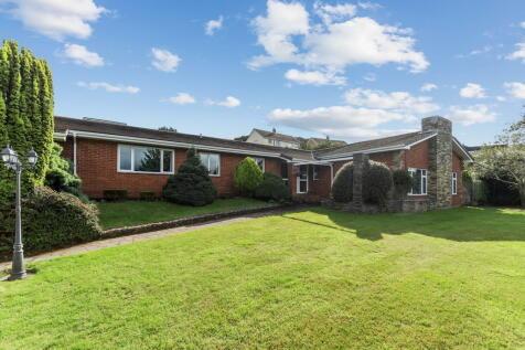 Whitehall Drive, Elburton, Plymouth, Devon, PL9 8NN. 5 bedroom detached bungalow