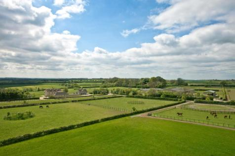 Coln St. Dennis, Gloucestershire. 8 bedroom country house
