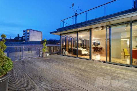 The Pulse, Lymington Road, Hampstead, NW6. 3 bedroom apartment for sale