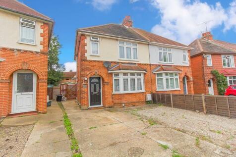 Smythies Avenue, Colchester, Essex, CO1. 2 bedroom semi-detached house