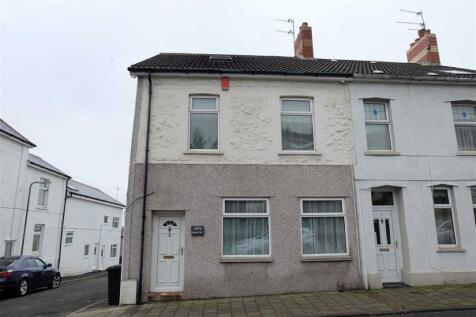 Main Street, Barry, Vale Of Glamorgan. 2 bedroom flat