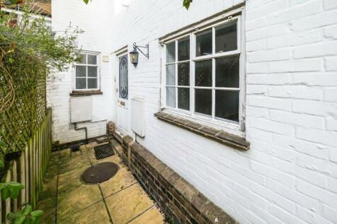 East Grinstead. 3 bedroom terraced house