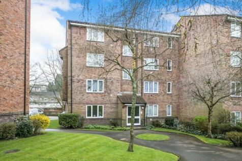 St Leonards Park, East Grinstead. Studio flat