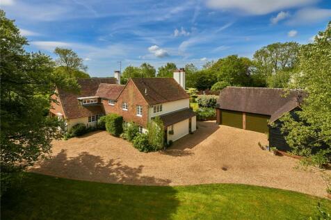 Dippenhall, Farnham, Surrey. 5 bedroom detached house for sale
