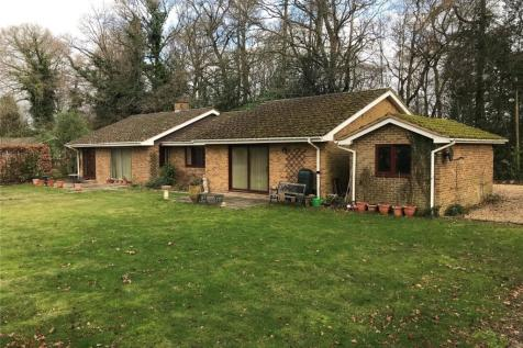 The Avenue, Rowledge, Farnham, Surrey. 4 bedroom bungalow for sale