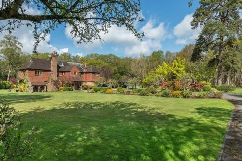 Linchmere Ridge, Haslemere, Surrey. 6 bedroom detached house for sale