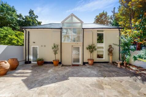 Warwick Gardens, London. 2 bedroom house