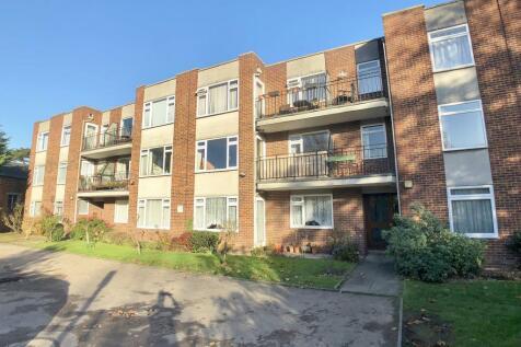 Holmbury Manor, Sidcup, Kent, DA14 6DF. 2 bedroom flat