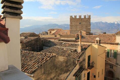 Abruzzo, Pescara, Penne. 1 bedroom semi-detached house