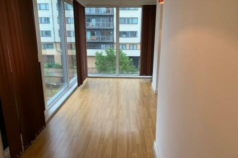 Eastern Avenue, Ilford, Essex, IG2. 1 bedroom flat