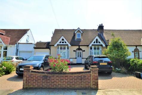 Levett Gardens, Ilford, Essex, IG3. 5 bedroom bungalow