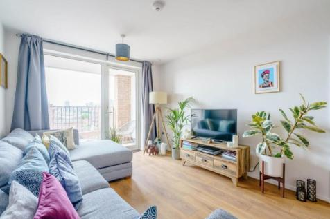 Pioneer Point, London, E16. 2 bedroom flat for sale
