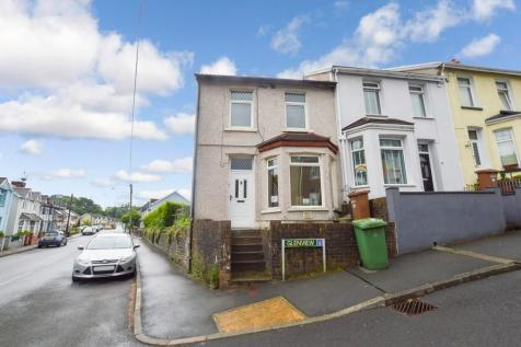 Corner Plot, Glen View, Ystrad Mynach. 3 bedroom end of terrace house