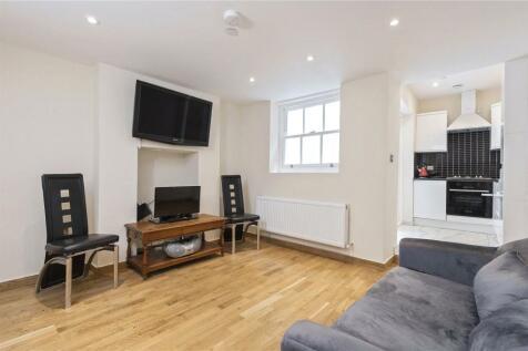 Essex Road, Angel, Islington, N1. 2 bedroom maisonette