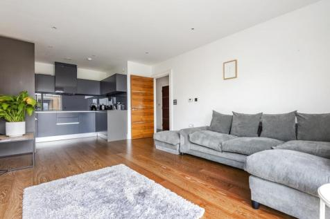 Tizzard Grove, Blackheath. 2 bedroom maisonette