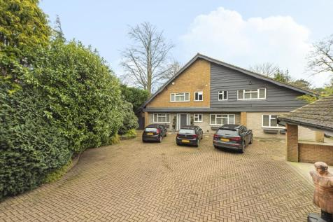 St. Georges Road West, Bickley. 5 bedroom detached house