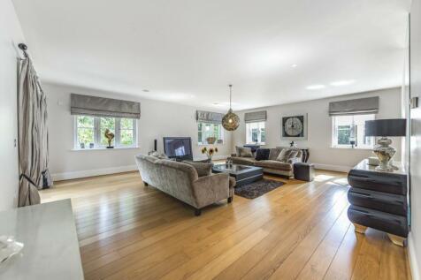 Newton Park Place, Chislehurst. 3 bedroom flat for sale