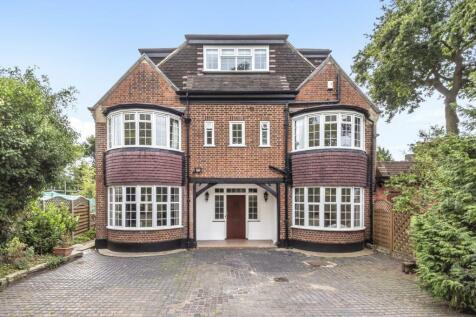 Oakwood Close, Chislehurst. 4 bedroom link detached house for sale