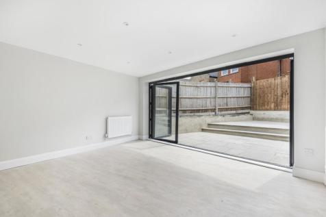 Brockley Rise, Honor Oak Park. 2 bedroom flat for sale