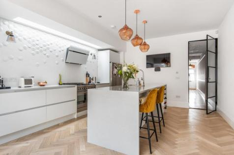 Forest Hill Road, Honor Oak. 4 bedroom end of terrace house for sale