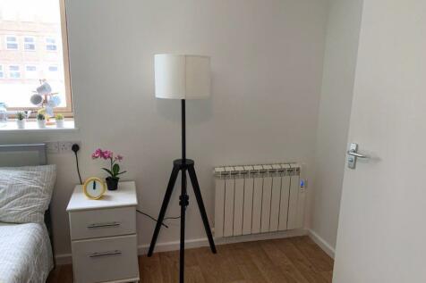 STUDIOS FROM £125 PER WEEK. 1 bedroom property