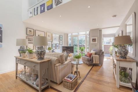 Carre Mews, Camberwell. 2 bedroom mews house for sale