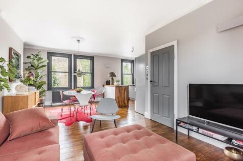 Kennington Park Place, Kennington. 2 bedroom flat for sale