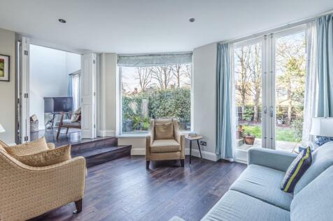 Palace Gates Road, Alexandra Park. 3 bedroom flat