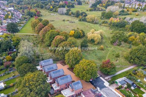 Willow Walk, Winchmore Hill. 3 bedroom detached house for sale