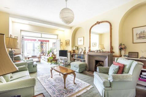 Old Park Ridings, Winchmore Hill property