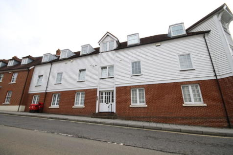 Station Road West , Canterbury. 2 bedroom ground floor flat
