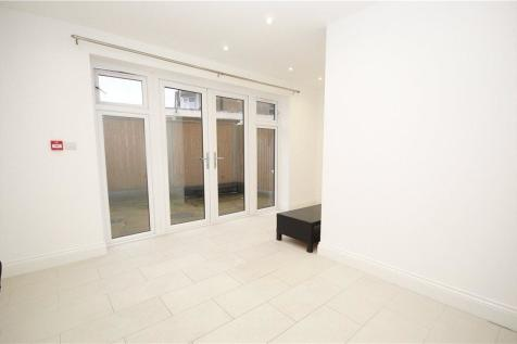 Wharncliffe Drive, Southall, UB1. 3 bedroom semi-detached house