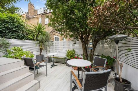 Wharfedale Street, West Chelsea, London, SW10. 2 bedroom flat