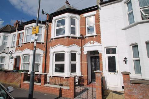 St. Kildas Road, Harrow. 2 bedroom maisonette