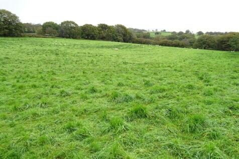 Maen Gilfach, Trelewis. Farm land for sale