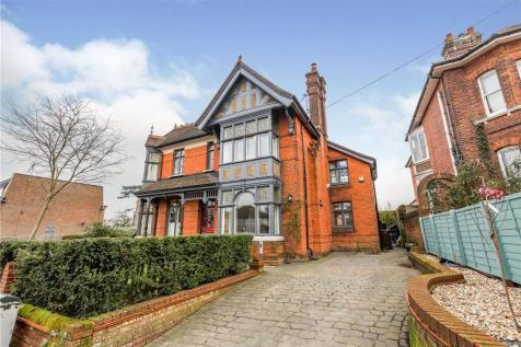 Quarry Hill Road, Tonbridge, Kent. 4 bedroom detached house for sale