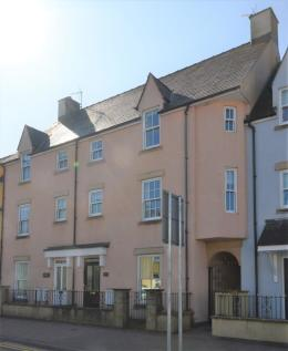 Riverside Mews, High Street. 3 bedroom town house