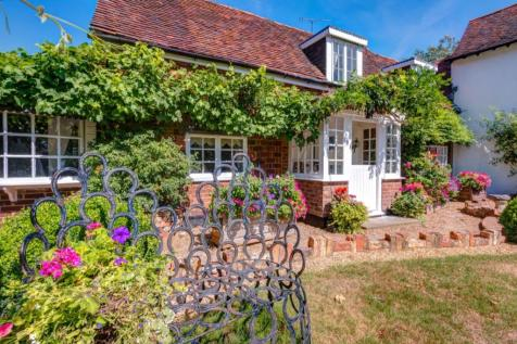 Wilkins Green, Smallford, St. Albans, Hertfordshire, AL4. 4 bedroom semi-detached house