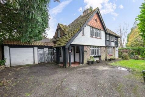 Copthorne Road, East Grinstead, West Sussex. 4 bedroom detached house